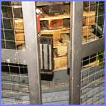 Магнитные замки на ограждающие конструкции подъемного стола